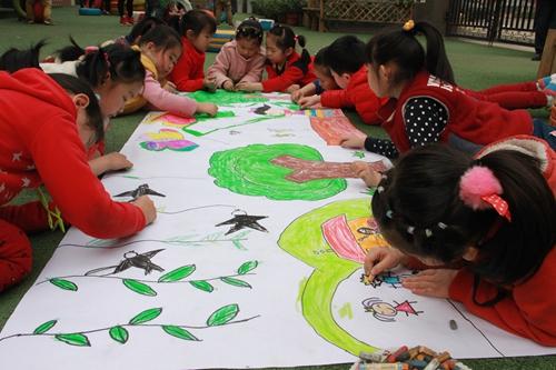 礼乐佳苑幼儿园小朋友巧手绘春天