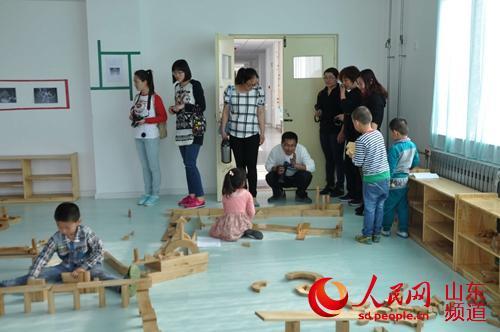 /潍坊滨海区实验幼儿园接待幼教同行来园参观学习