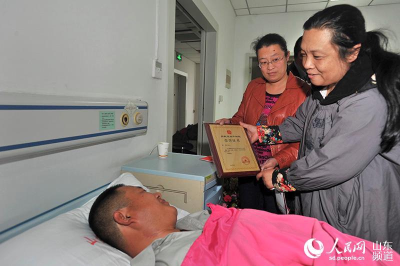 青岛邮政投递员孙建济南捐献造血干细胞救患儿