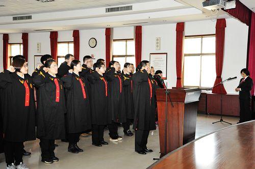 莱西法院首次宣誓新任仪式组织法官排骨汤怎么煮出乳白色图片