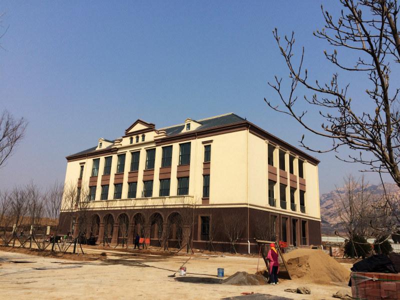 青岛赵家庙小学新校区计划今秋启用 欧式风格绿色环保