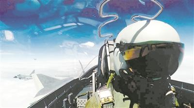中国空军歼―20战机首次开展海上方向实战化训练