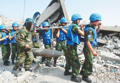 中国维和军人:雷场排雷护家园