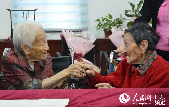 【2018世界杯在线投注中国节·中秋】百岁老人背童谣忆中秋