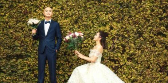 包贝尔携妻子拍婚纱写真 包文婧大方献吻