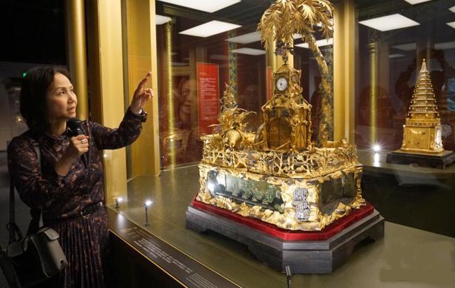 故宫钟表珍宝首次在香港展出