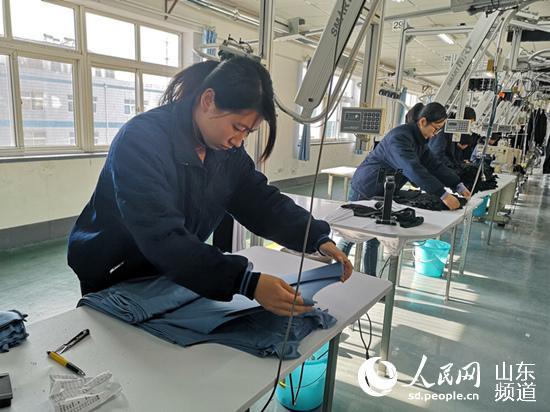 恒尼智造生产车间,工作人员正在进行质检环节。(摄影 刘颖婕)