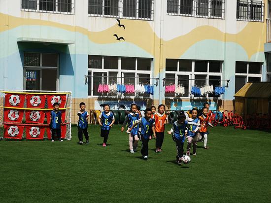 青岛城阳:足球课走进幼儿园 让足球运动融入幼儿生活