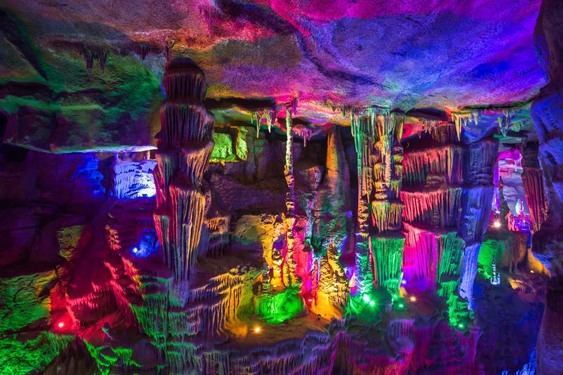 泰山宝泰隆旅游度假区6000米溶洞叹为观止_安倍街头演说