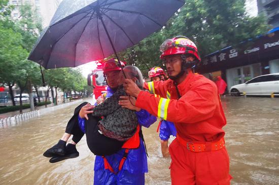 """出动指战员1227人次 山东消防全力应对台风""""利奇马"""""""