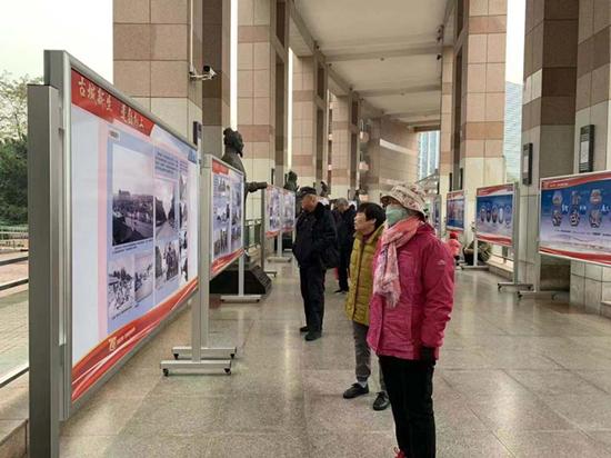 """感受""""家""""的巨变,济南70年城建成就展亮相泉城广场"""