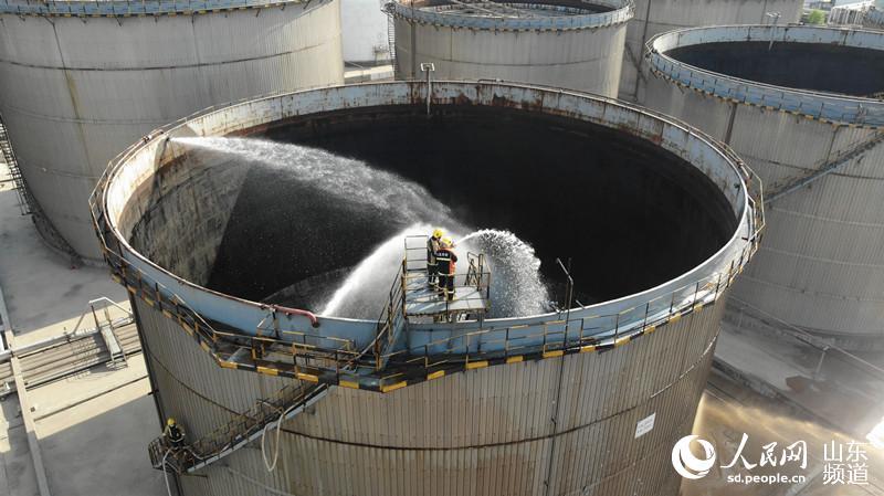 潍坊消防支队组织开展石油化工实战拉动演练