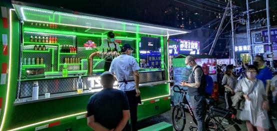 青岛啤酒: 百万社区大酬宾升级 移动酒吧驶进各地夜市