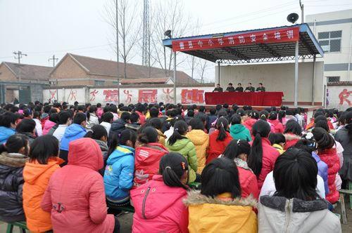 (杨海亮)3月2日下午,曹县消防大队,曹县教育局在曹县实验中学