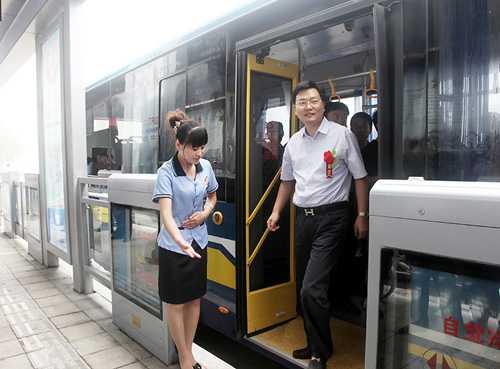 枣庄BRT首条线路开通试运行图片