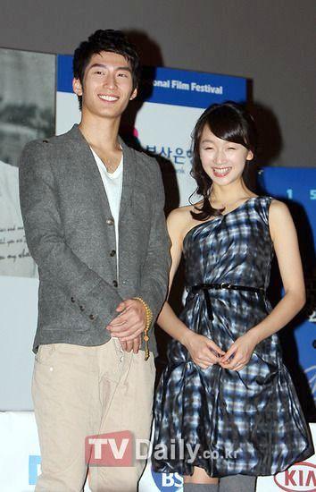 至於男主角窦骁,由於外貌颇有韩国偶像明星的感觉