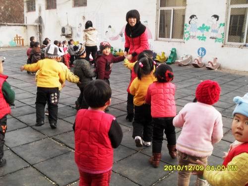 日照市实验小学幼儿园开展防踩踏演练