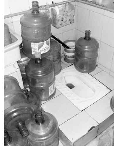 但还是经常有桶装水送出来